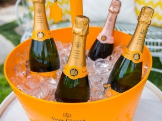 We're excited to announce that we've partnered with @VeuveCliquot for our annual Opening Day Soiree next week! ALL ticket holders receive a complimentary glass of bubbles upon entry exclusively at our Del Mar location. Click the link in our bio for more info.  #SearsuckerSoirée #OpeningDay #DelMarRaces #July16